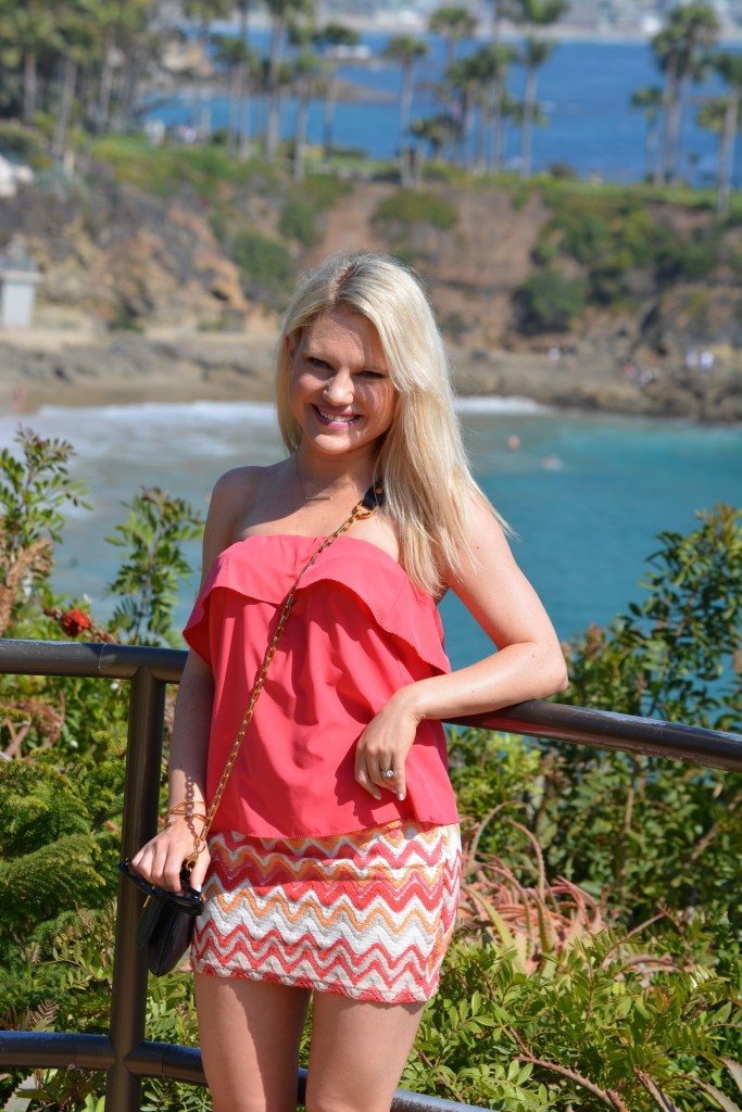 neon summer outfit ideas, coral top