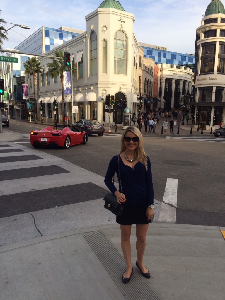 girl on Rodeo Drive in black and navy outfit