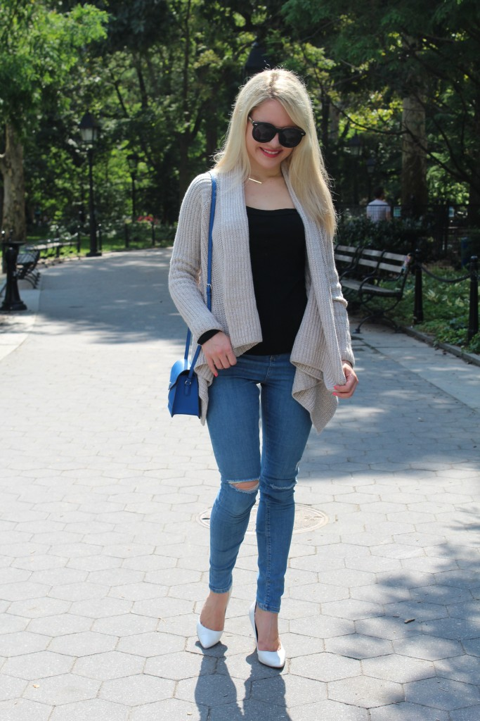 skinny jeans and a knit sweater and oversized sunglasses, style blogger Caitlin Hartley of Styled American http://styledamerican.com/walk-in-the-park-2/