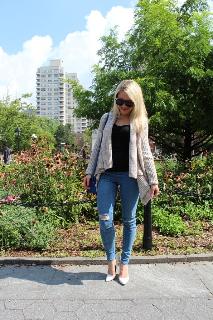 girl in fall attire in a park Caitlin Hartley of Styled American http://styledamerican.com/walk-in-the-park-2/