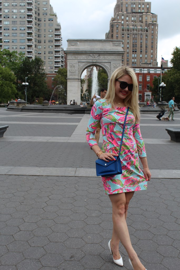 girl in floral dress and blue cross body bag Caitlin Hartley of Styled American http://styledamerican.com/floral-work-dress/