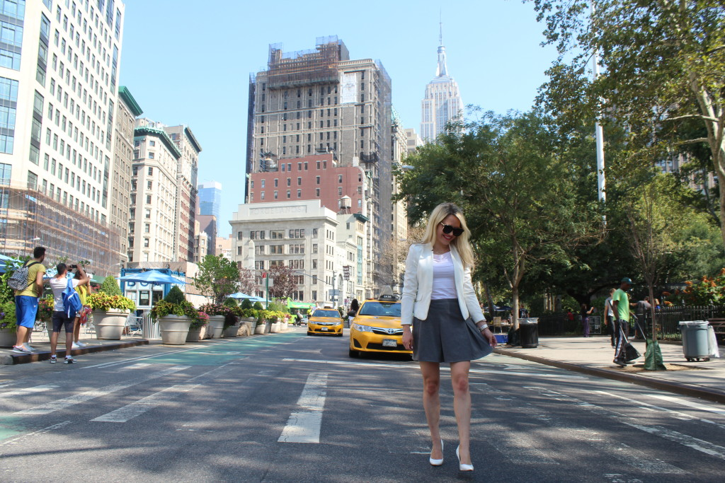 Caitlin Hartley of Styled American, empire state building, girl walking in streets of New York