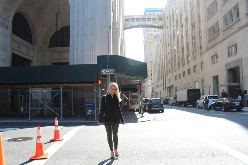 Caitlin Hartley of Styled American, all black everything street style