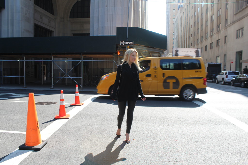 Caitlin Hartley of Styled American, girl walking through New York in all black outfit