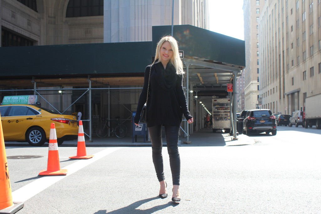Caitlin Hartley of Styled American, black everything outfit