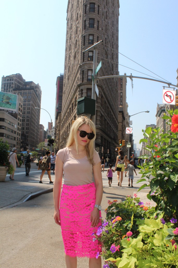 Caitlin Hartley of Styled American girl in feminine outfit in NYC