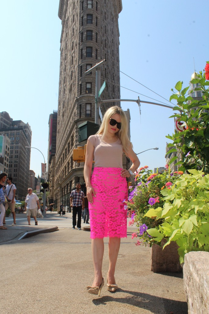 Caitlin Hartley of Styled American fashion blogger in pink skirt