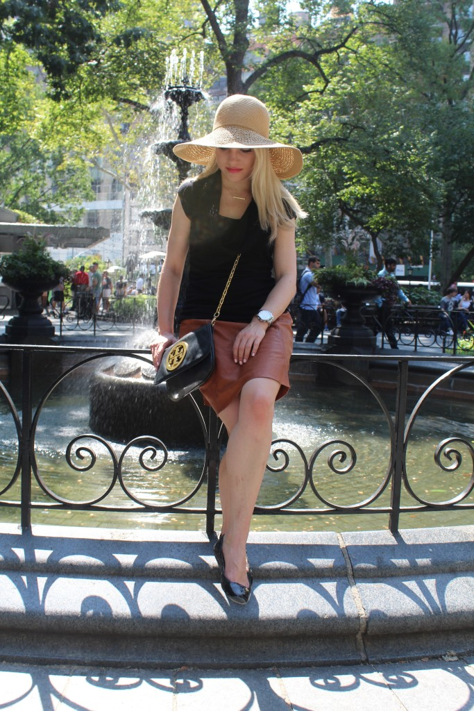 Caitlin Hartley of Styled American, fashion blogger, brown leather skirt