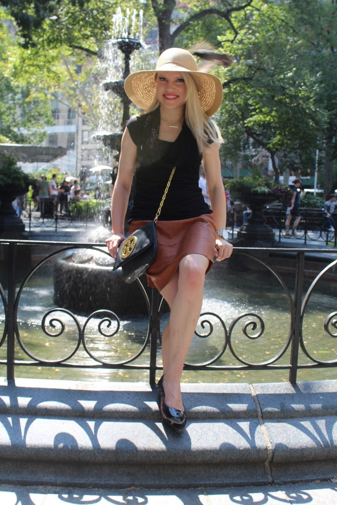 Caitlin Hartley of Styled American, fall outfit ideas, brown leather