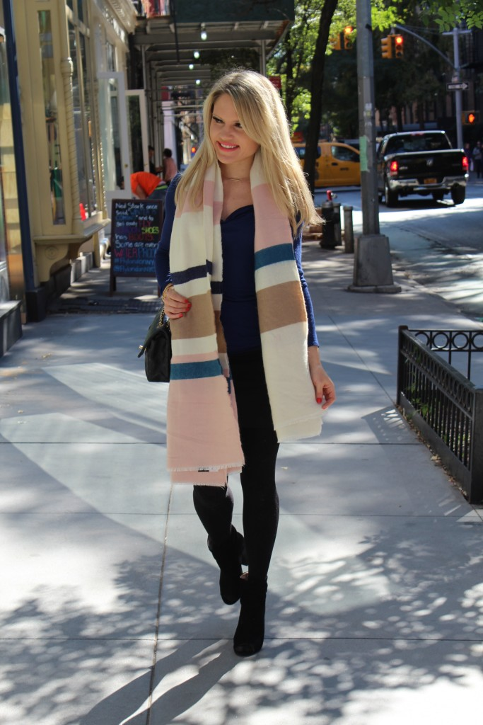 Caitlin Hartley of Styled American girl wearing oversized scarf