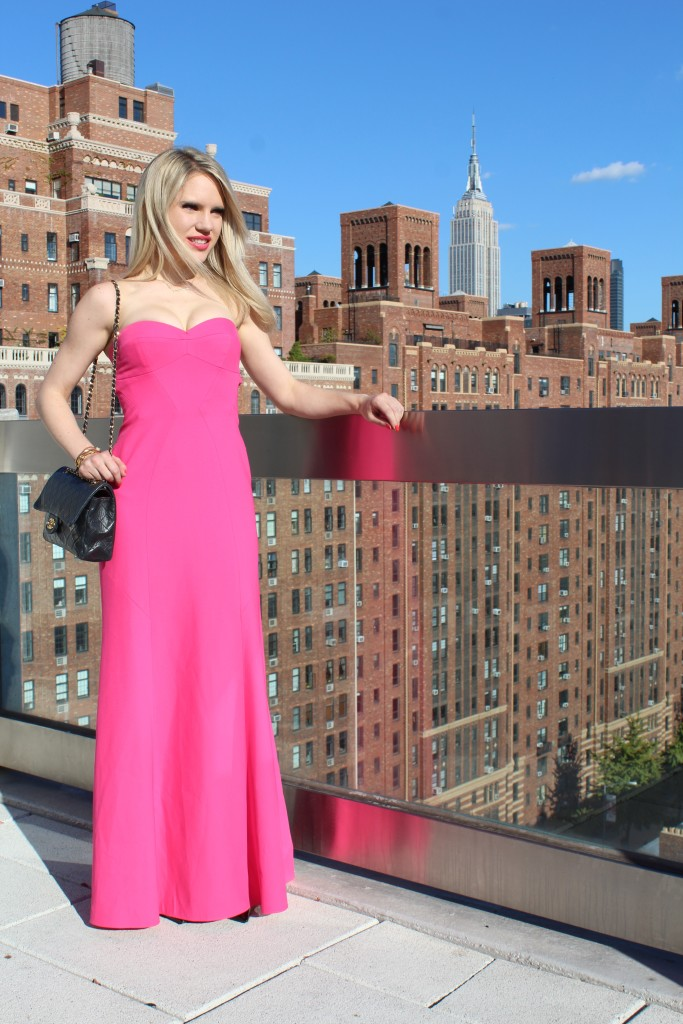 Caitlin Hartley of Styled American girl in gown next to the empire state building