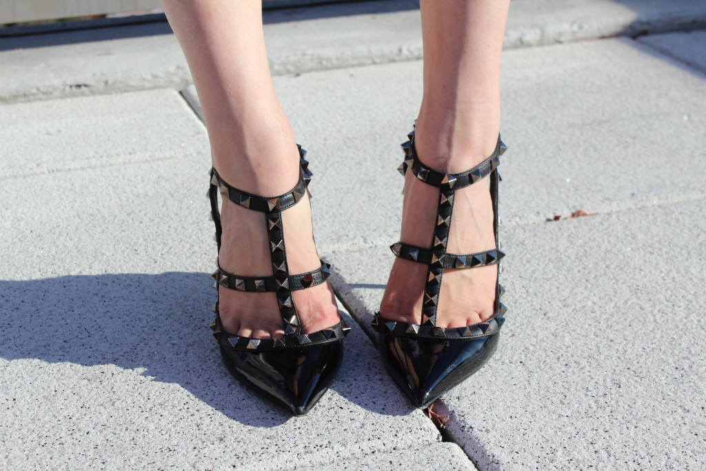 Caitlin Hartley of Styled American black valentino pumps