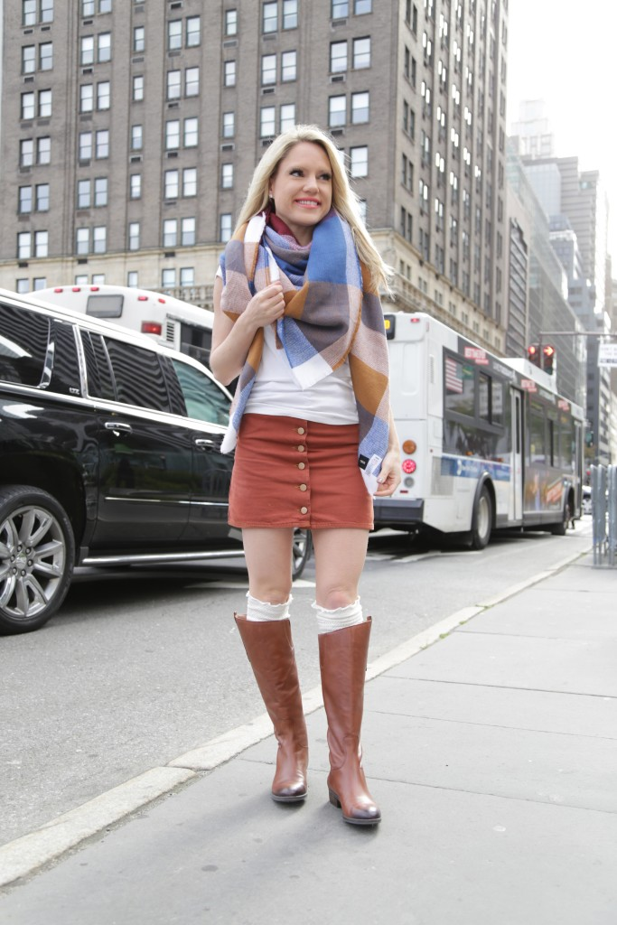 Caitlin Hartley of Styled American how to wear a blanket scarf