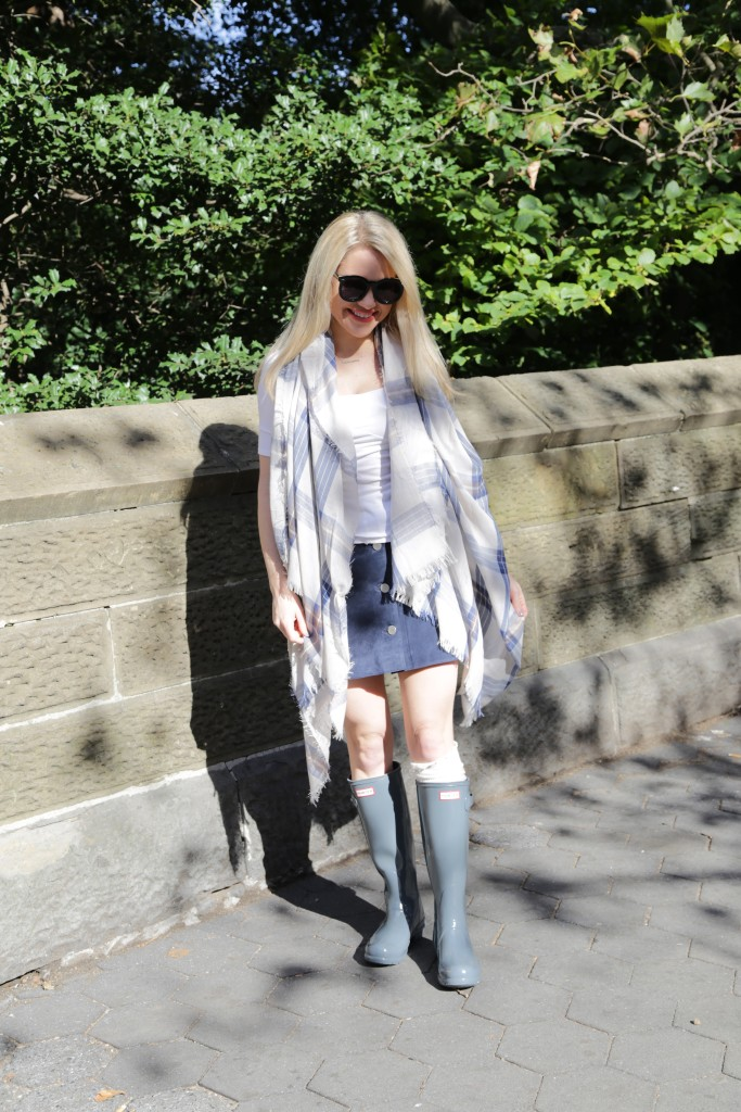Caitlin Hartley of Styled American blue casual outfit