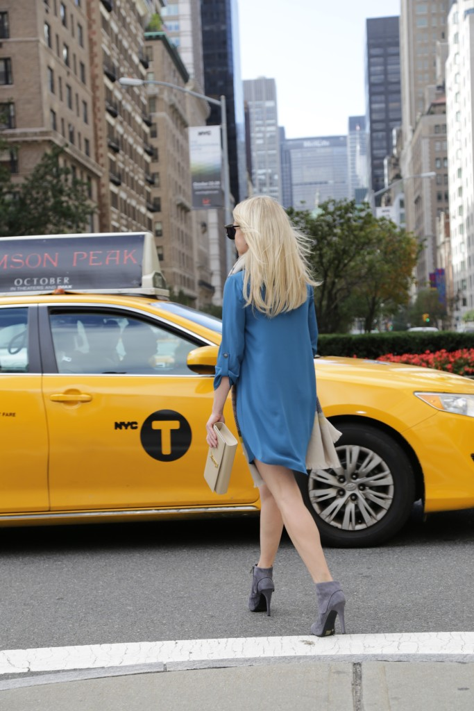 Caitlin Hartley of Styled American girl getting in a taxi in NYC