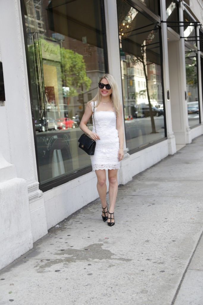 Caitlin Hartley of Styled American white and black outfit