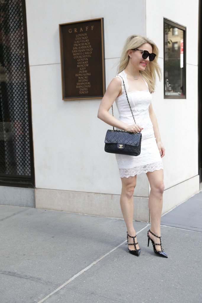 Caitlin Hartley of Styled American black chanel bag, black valentino pumps