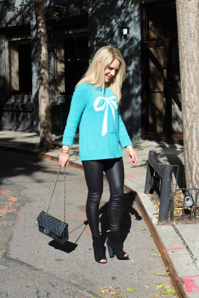 Caitlin Hartley of Styled American holiday outfit ideas