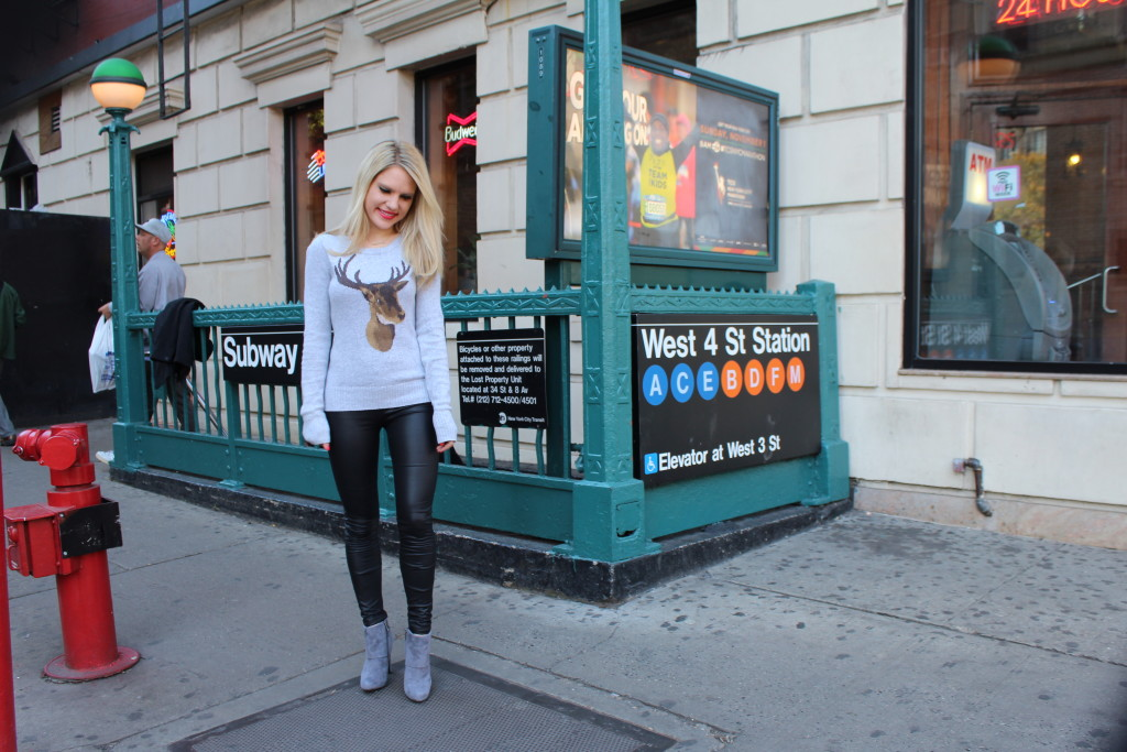 Caitlin Hartley of Styled American girl in front of a subway station in NYC