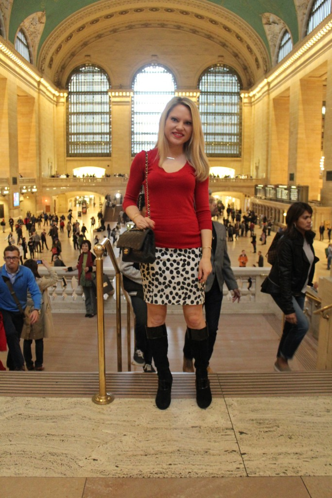 Caitlin Hartley of Styled American girl in grand central nyc