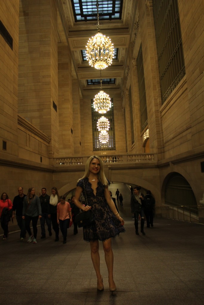 Caitlin Hartley of Styled American girl in a dress in grand central