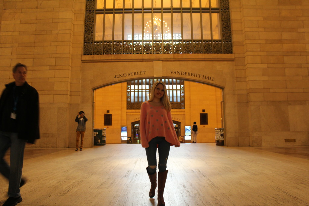 Caitlin Hartley of Styled American girl walking though grand central