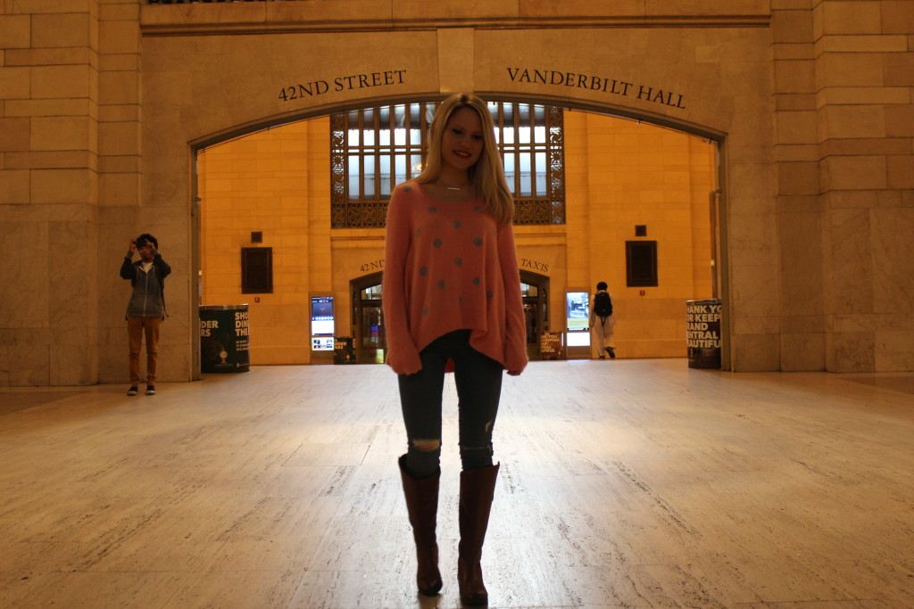 Caitlin Hartley of Styled American pink high low sweater