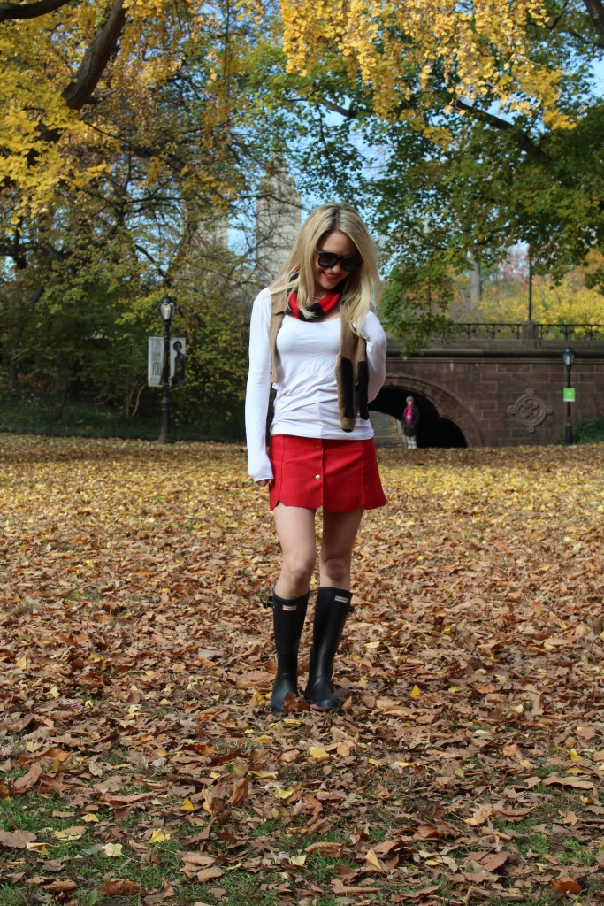 Caitlin Hartley of Styled American tan, black and red scarf, hunter boots, karen walker sunglasses