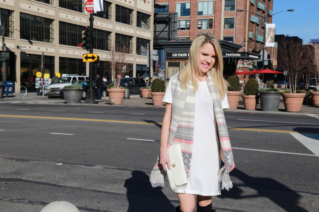 Caitlin Hartley of Styled American pink and grey scarf and white clutch