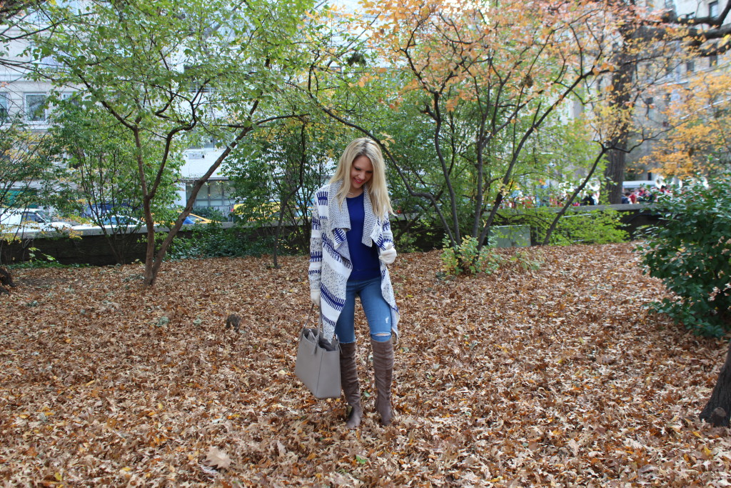 Caitlin Hartley of Styled American grey tote, ripped skinny jeans, suede boots, waterfall cardigan