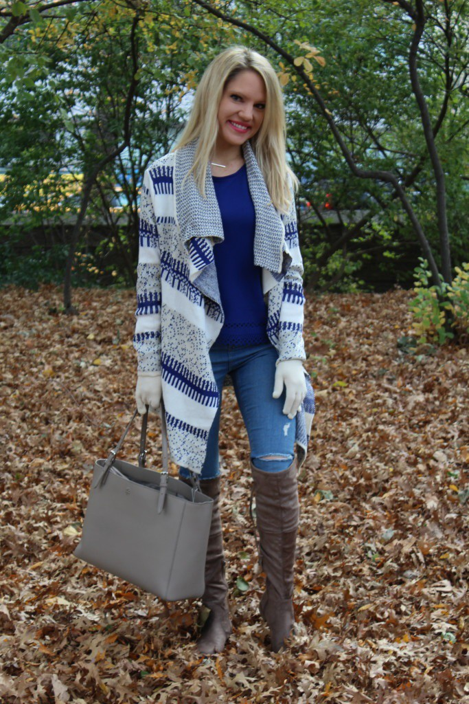 Caitlin Hartley of Styled American blue top, skinny jeans and grey suede boots