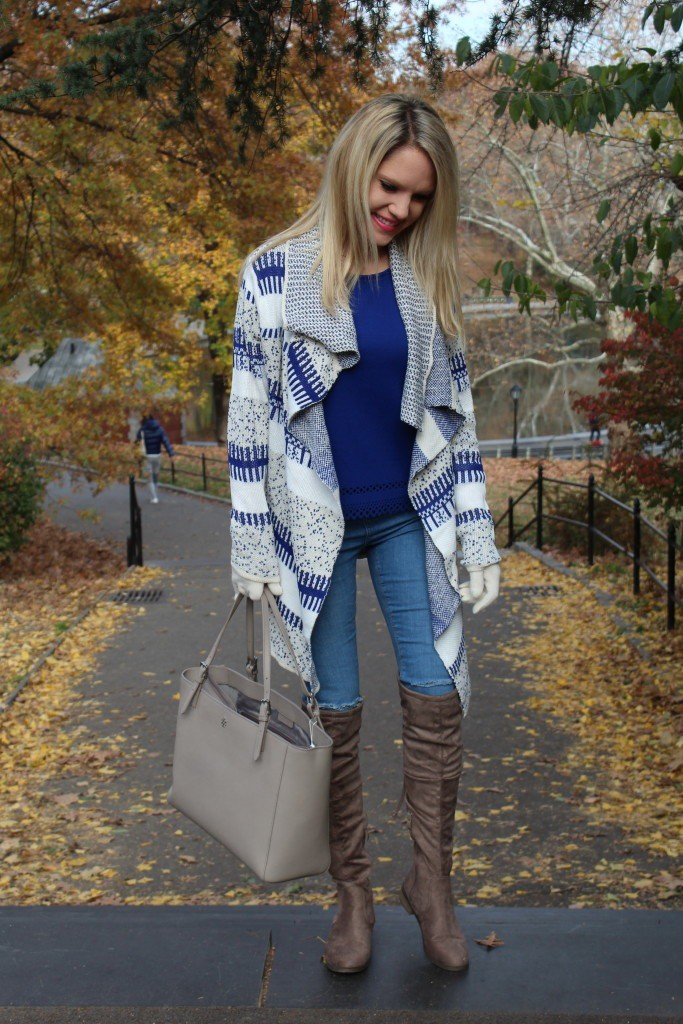 Caitlin Hartley of Styled American blue and grey outfit