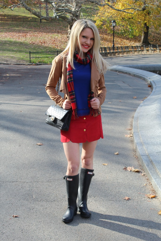 Caitlin Hartley of Styled American red lip, fashion blogger in Central Park, Winter fashion