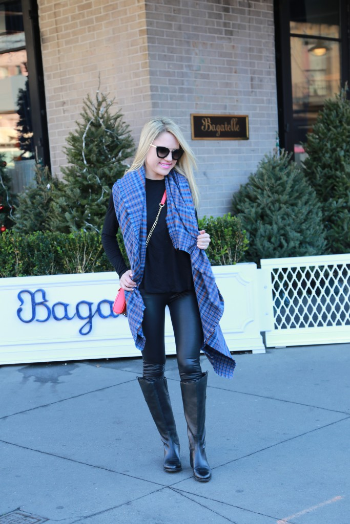Caitlin Hartley of Styled American girl in front of Bagatelle in NYC