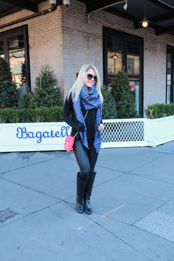 Caitlin Hartley of Styled American fashion blogger in blue blanket scarf