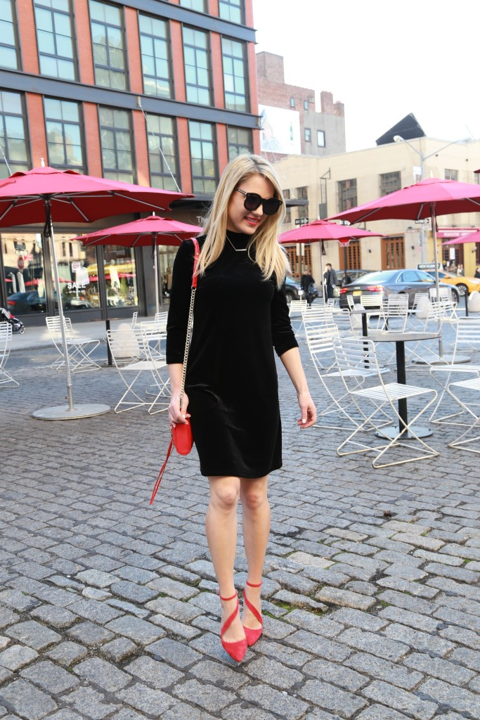 Caitlin Hartley of Styled American fashion blogger walking the cobblestone streets in pumps