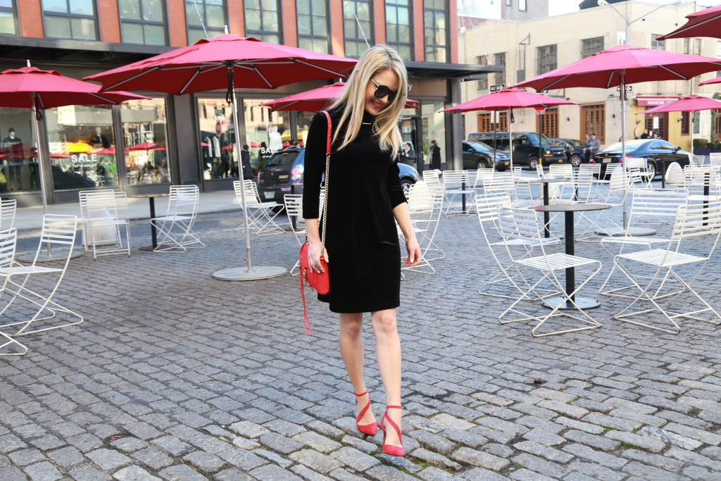 Caitlin Hartley of Styled American girl trying to walk the meatpacking district cobblestone streets in red heels
