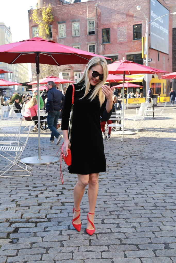 Caitlin Hartley of Styled American girl walking through the meatpacking district in pumps
