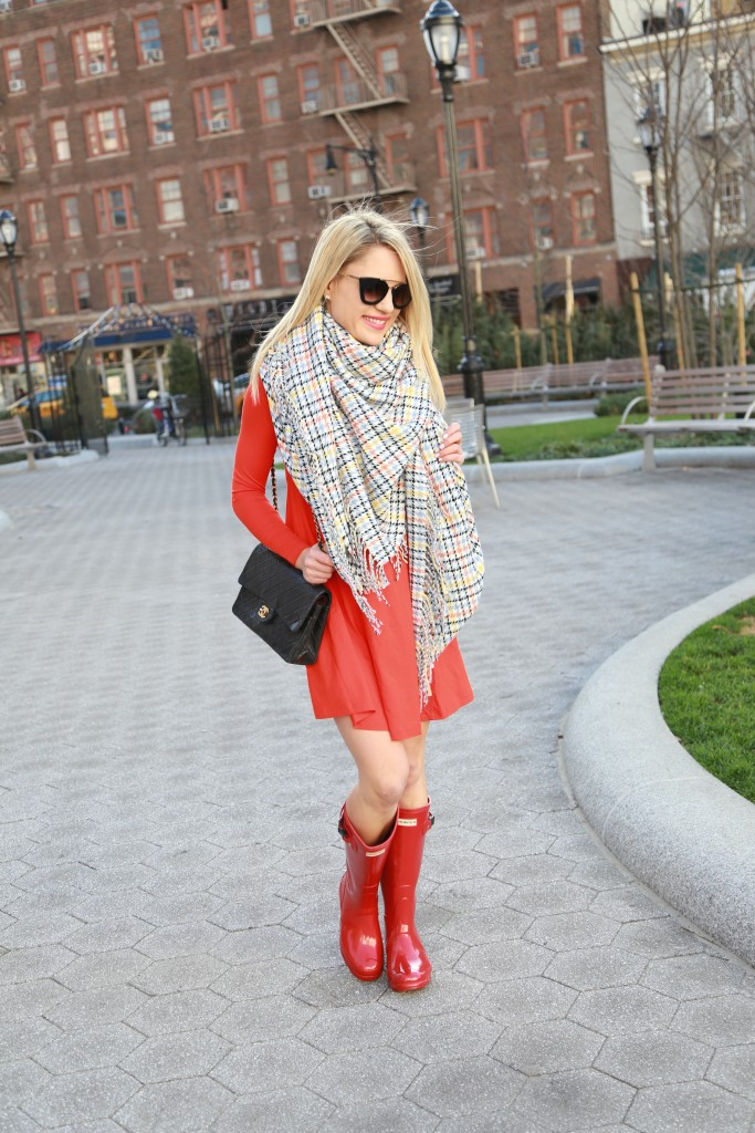 Caitlin Hartley of Styled American prada sunglasses from DITTO, red dress, blanket scarf