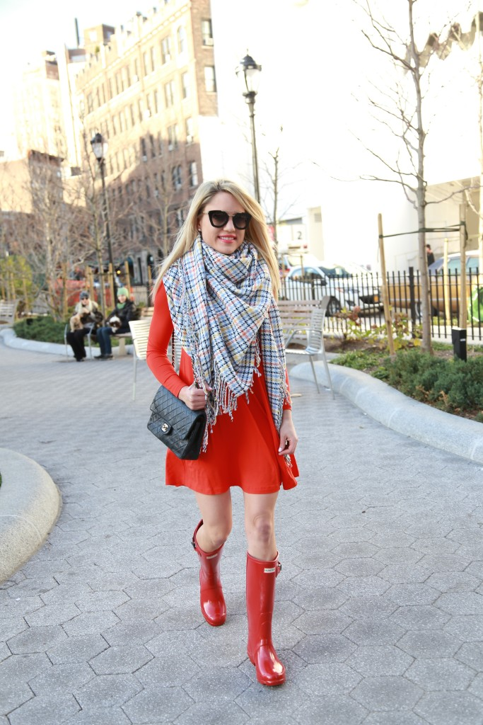 Caitlin Hartley of Styled American asos blanket scarf, red hunter boots