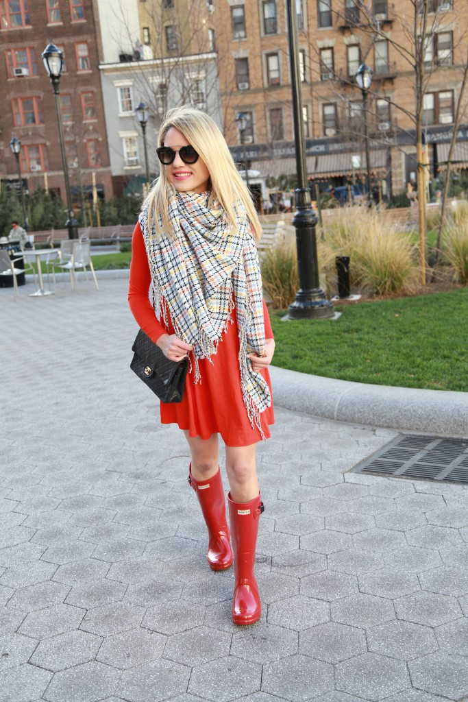 Caitlin Hartley of Styled American chanel bag with red dress and blanket scarf