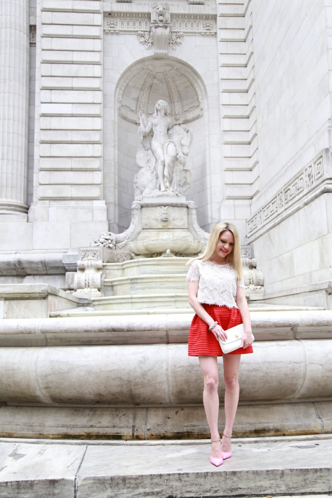 Caitlin Hartley of Styled American fashion blogger in front of nyc library fountain