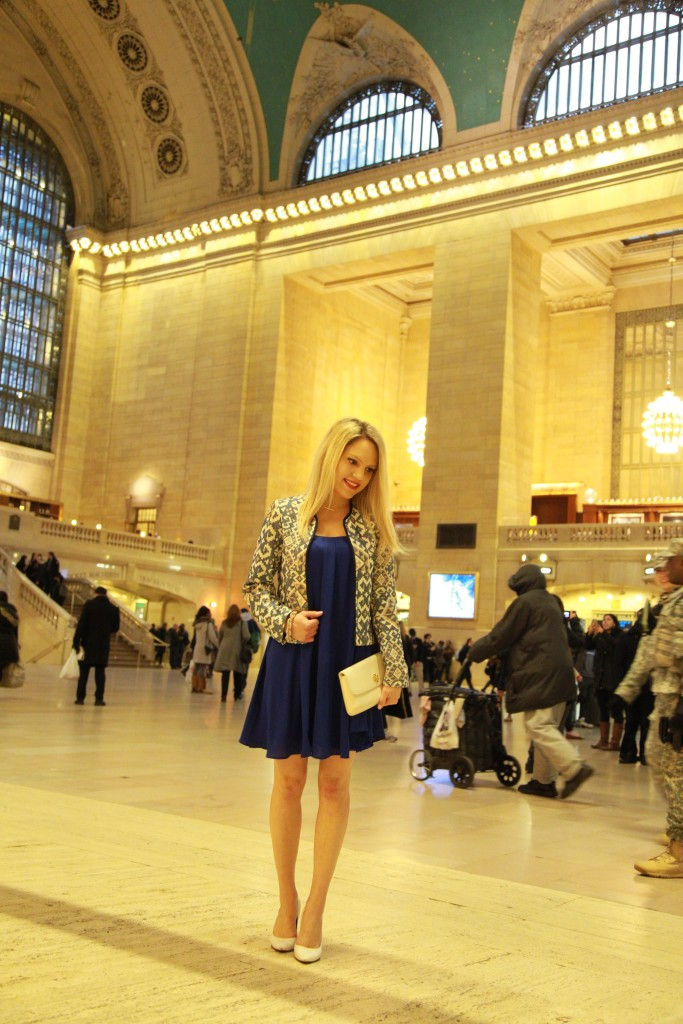 Caitlin Hartley of Styled American feminine outfit, stylish short blue dress