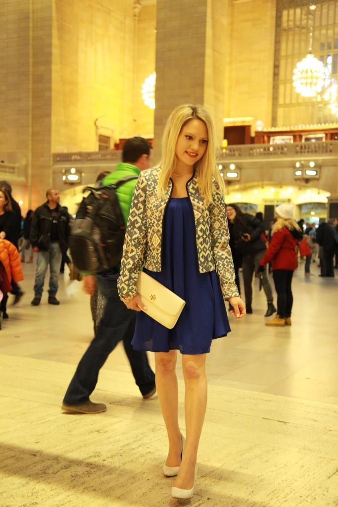 Caitlin Hartley of Styled American print blazer, royal blue dress, white clutch and white pumps
