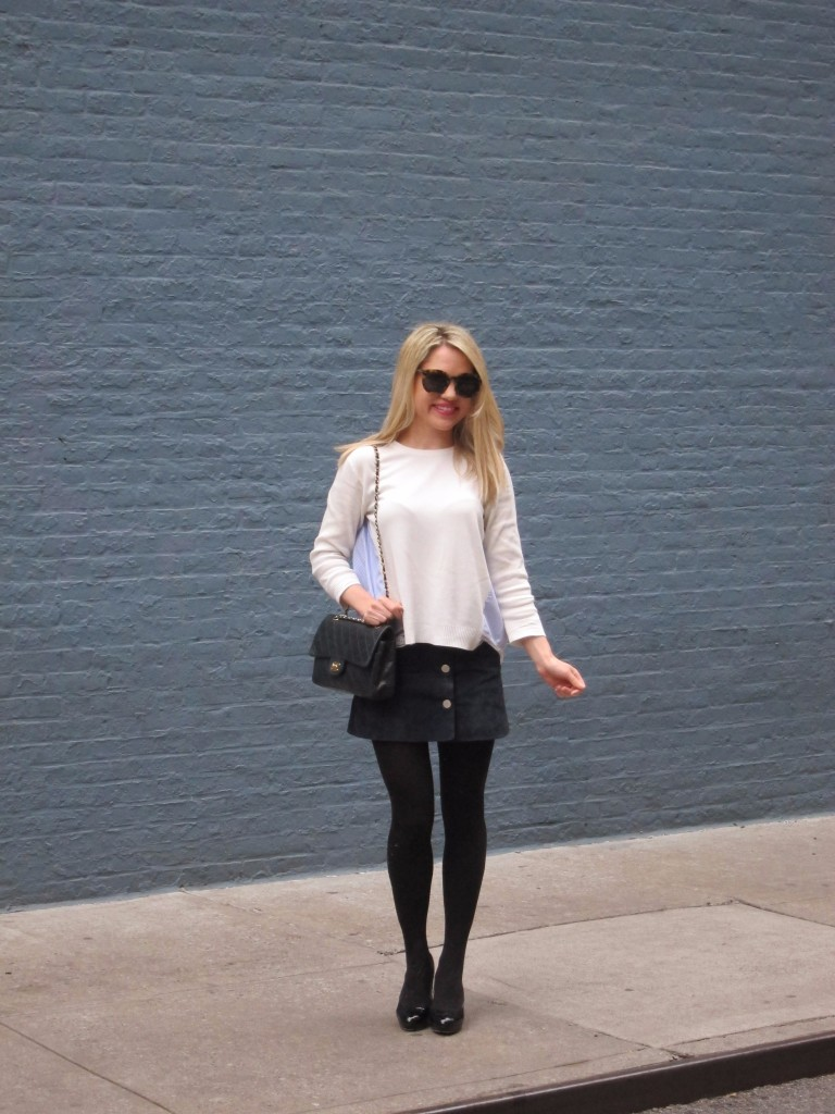 Caitlin Hartley of Styled American girl in white top, blue skirt, black tights and pumps