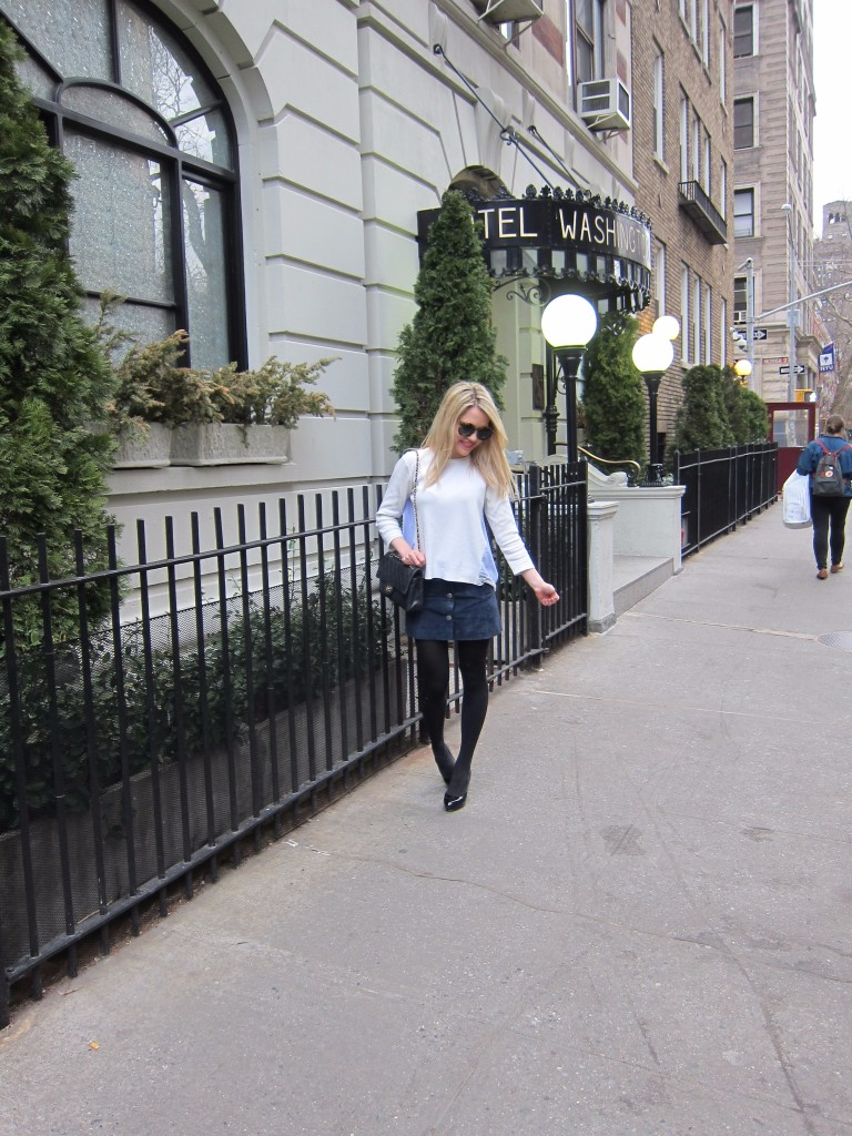Caitlin Hartley of Styled American girl in Washington Square Park in Greenwich village