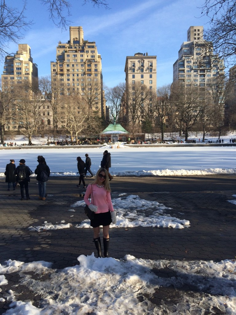 Caitlin Hartley of Styled American girl in front of frozen lakes in Central Park