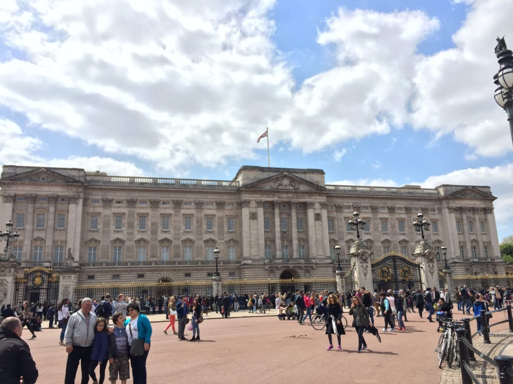 Caitlin-of-Styled-American-buckingham-palace