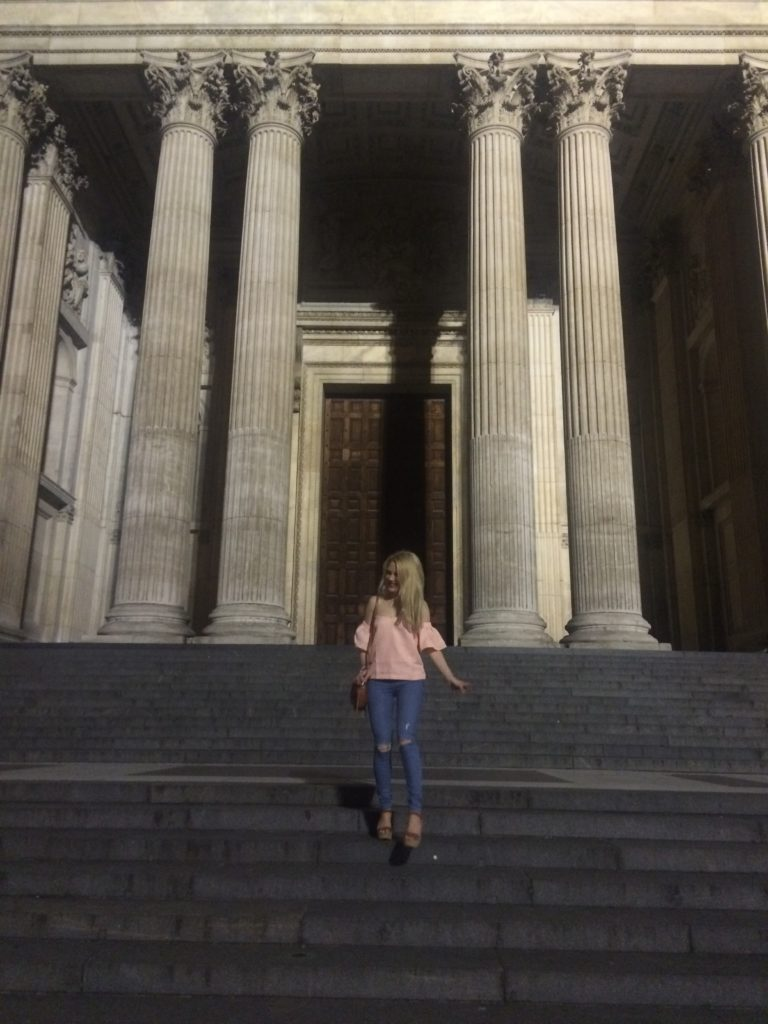 Caitlin-of-Styled-American-cathedral-hopping-around-st-pauls