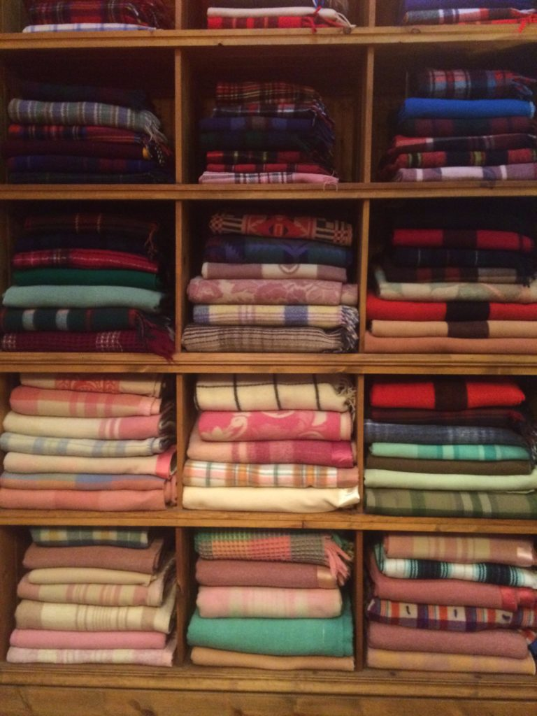 picnic-blankets-chicago-store